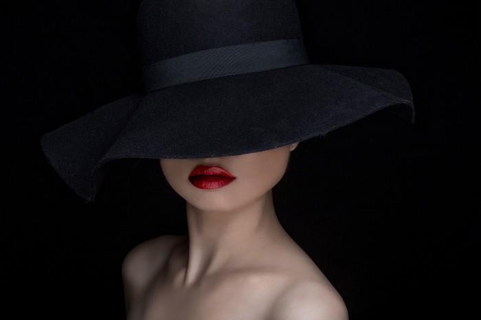 the-hat-shlyapa-fon-portret